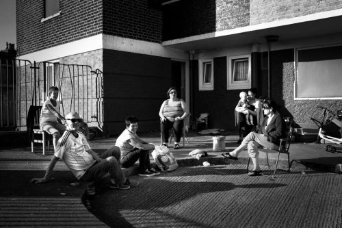 Residents-enjoying-the-sunsine