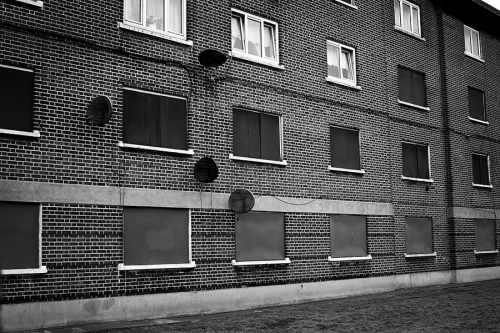 Half-empty-block-at-St.-Teresas-Gardens-etsate