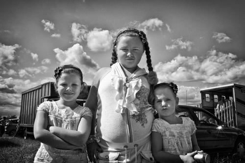 Three traveller girls