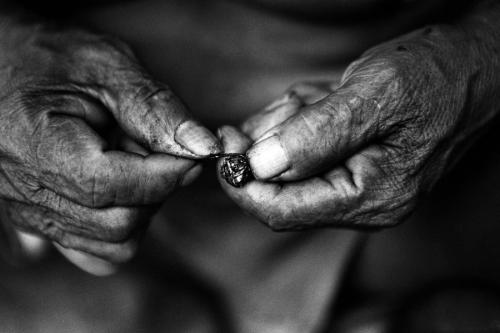 010. Matses hands